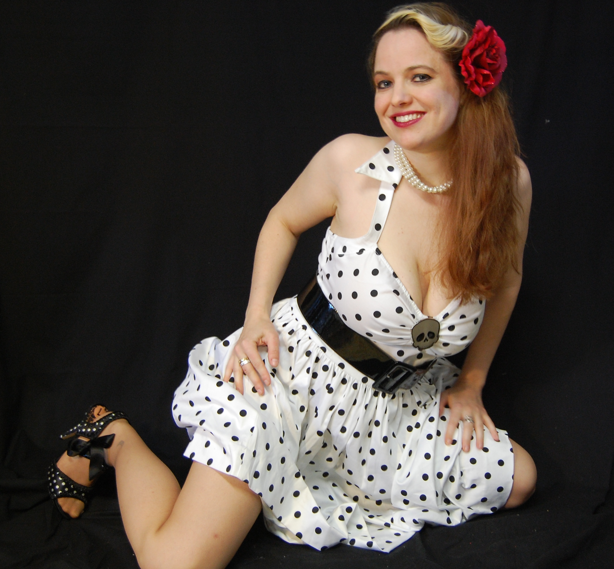 2010 Fife pinup white dress 0668