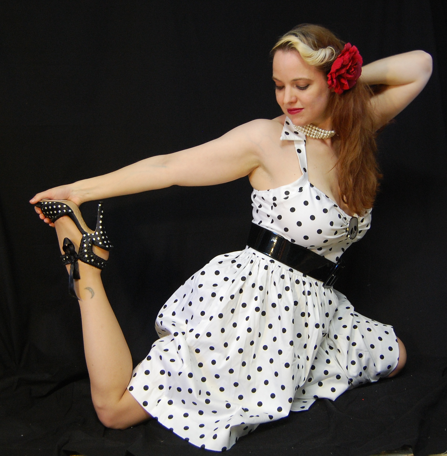 2010 Fife pinup white dress 0678
