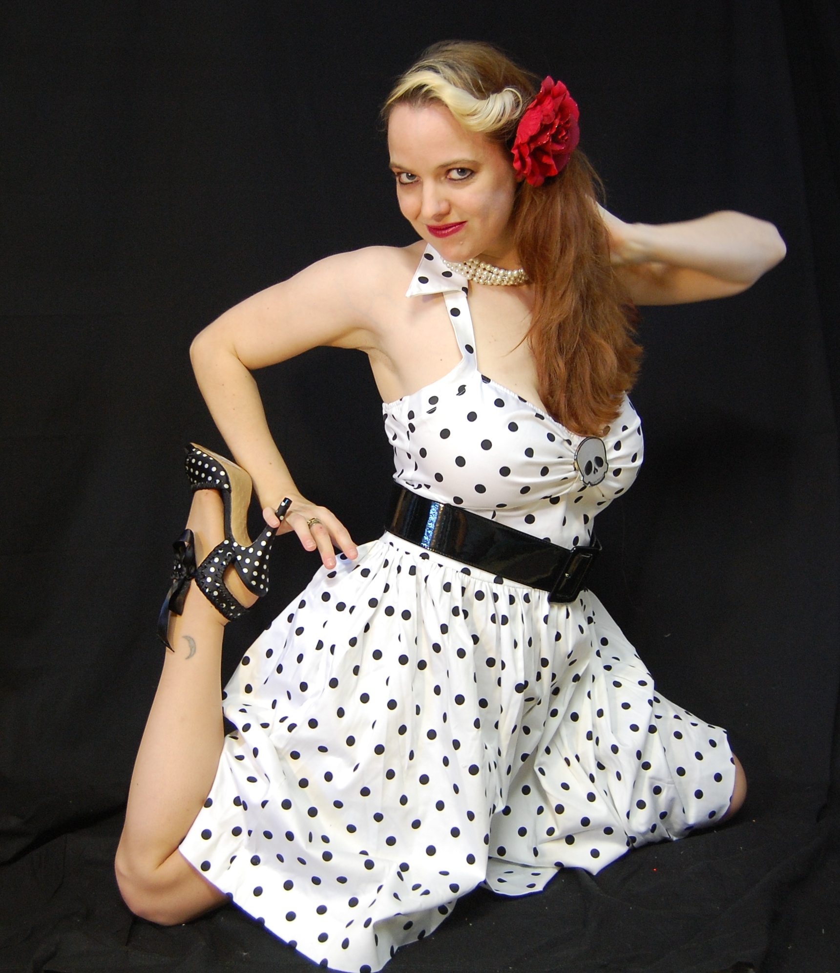 2010 Fife pinup white dress 0679