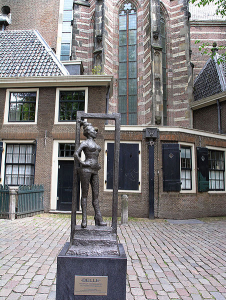 BELLE STATUE IN AMSTERDAM